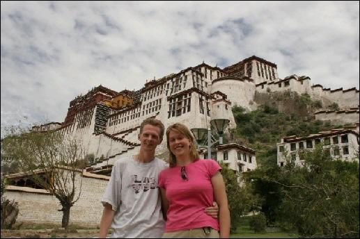 Harald Emsbroek en Marise Vreugdenhil in Lhasa, Ti
