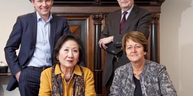 van links naar rechts: dhr. A.W. Vreugdenhil, mw. mr. I.Y. Tan, dhr. mr. R.H.W.M. van Wylick, mw. drs. E.C.M. van der Wilden-van LiernnDe Raad van Commissarissen bestaat uit:nmw. mr. I.Y. Tan, voorzitterndhr. A.W. Vreugdenhilndhr. prof. dr. A.P.W.P. van Montfortnmw. drs. E.C.M. van der Wilden-van Lierndhr. mr. R.H.W.M. van Wylick